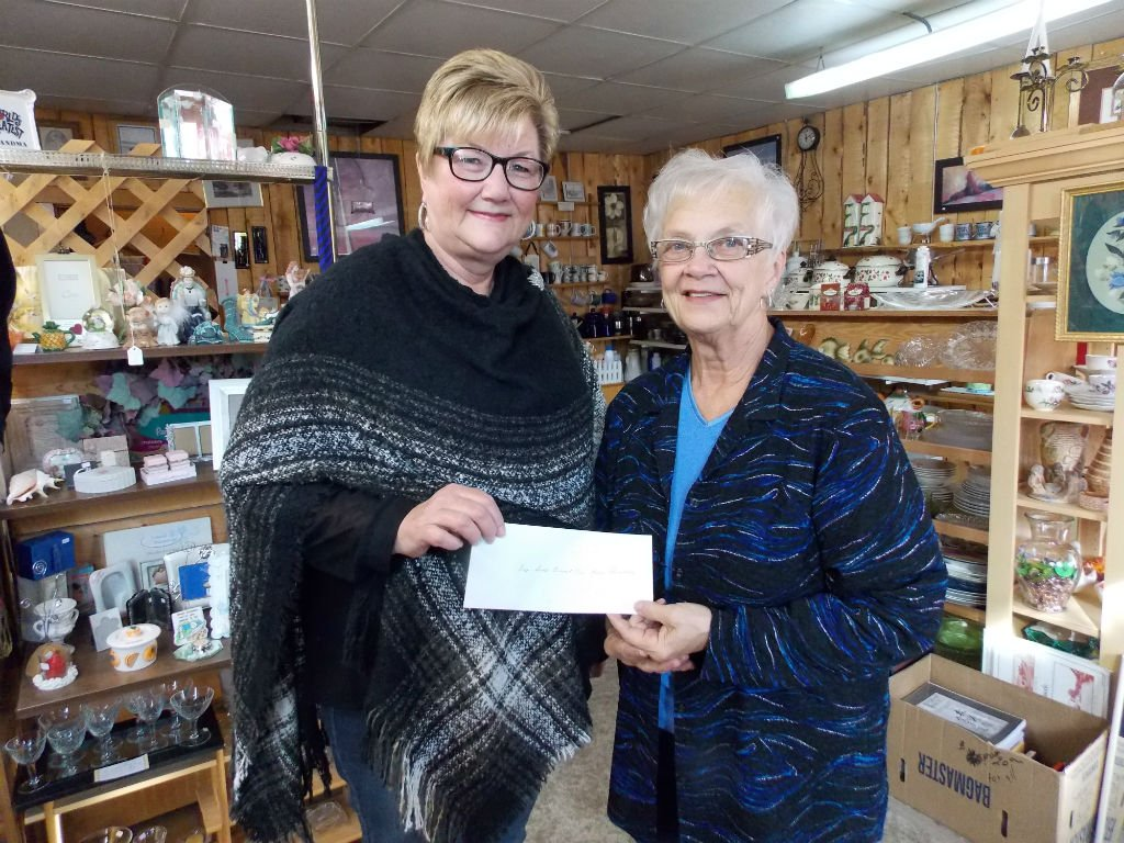Ladies Auxiliary Receives Cheque 2015